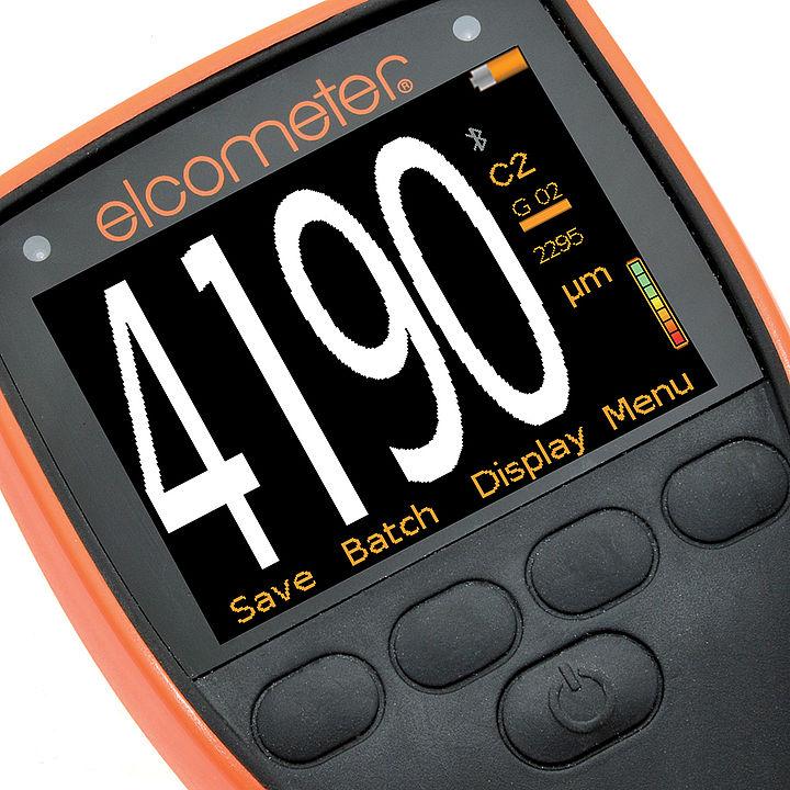 Elcometer 500 je tloušťkoměr s velkým, lehce čitelným displejem
